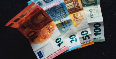 Od januára 2021 porastie minimálna mzda na 623 eur